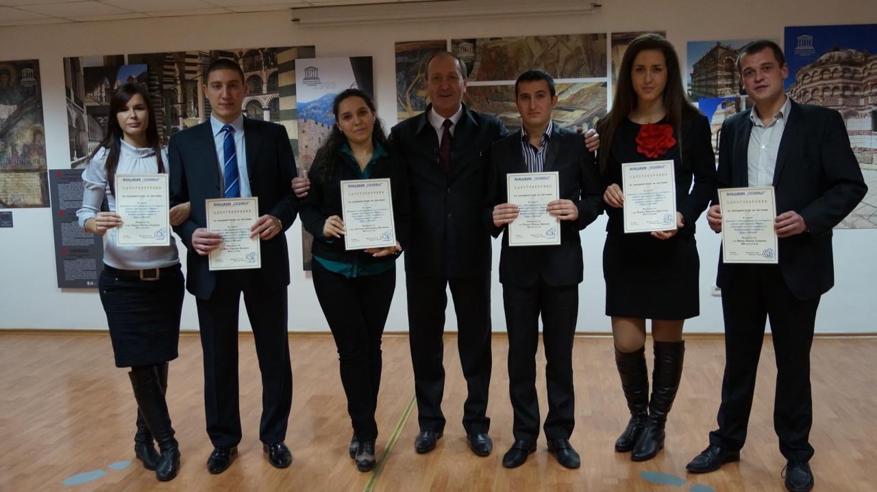 Г-н Кирил Арнаутски и студентите - участници в семинара