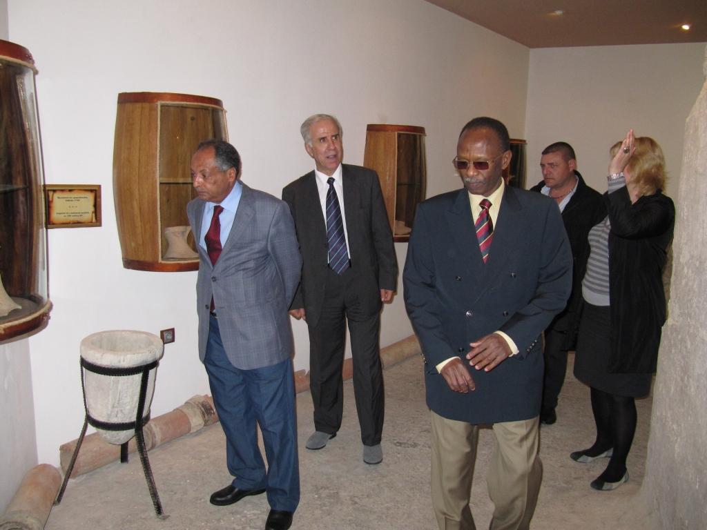 От ляво на дясно: Н. Пр. Ахмед Алкадаси, Н. Пр. Фарес Еид, Н. Пр. Елтаиб Абулгазим и г-жа Костадинка Пазвантова