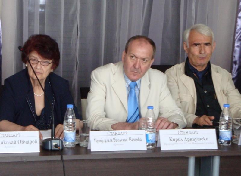 """Г-н Кирил Арнаутски, Председател на Фондация """"Созопол"""", проф. д.и.н. Виолета Нешева, научен консултант и проф. Пенчо Кючуков, експерт по международна дейност към Фондацията"""