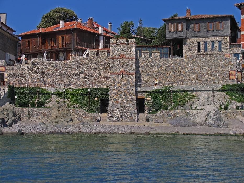 """Архитектурно-исторически комплекс """"Южна крепостна стена и кула"""", създаден от Фондация """"Созопол"""""""