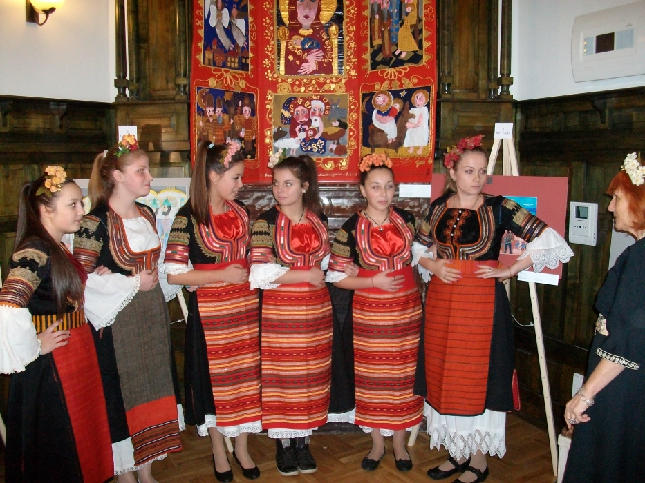 Children carol-singers delighted everyone with their inspiring performances of Christmas carols