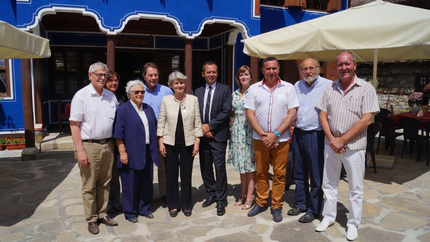 Г-жа Ирина Бокова и г-н Ерик Фалт с членове на Комитета за връзка НПО-ЮНЕСКО