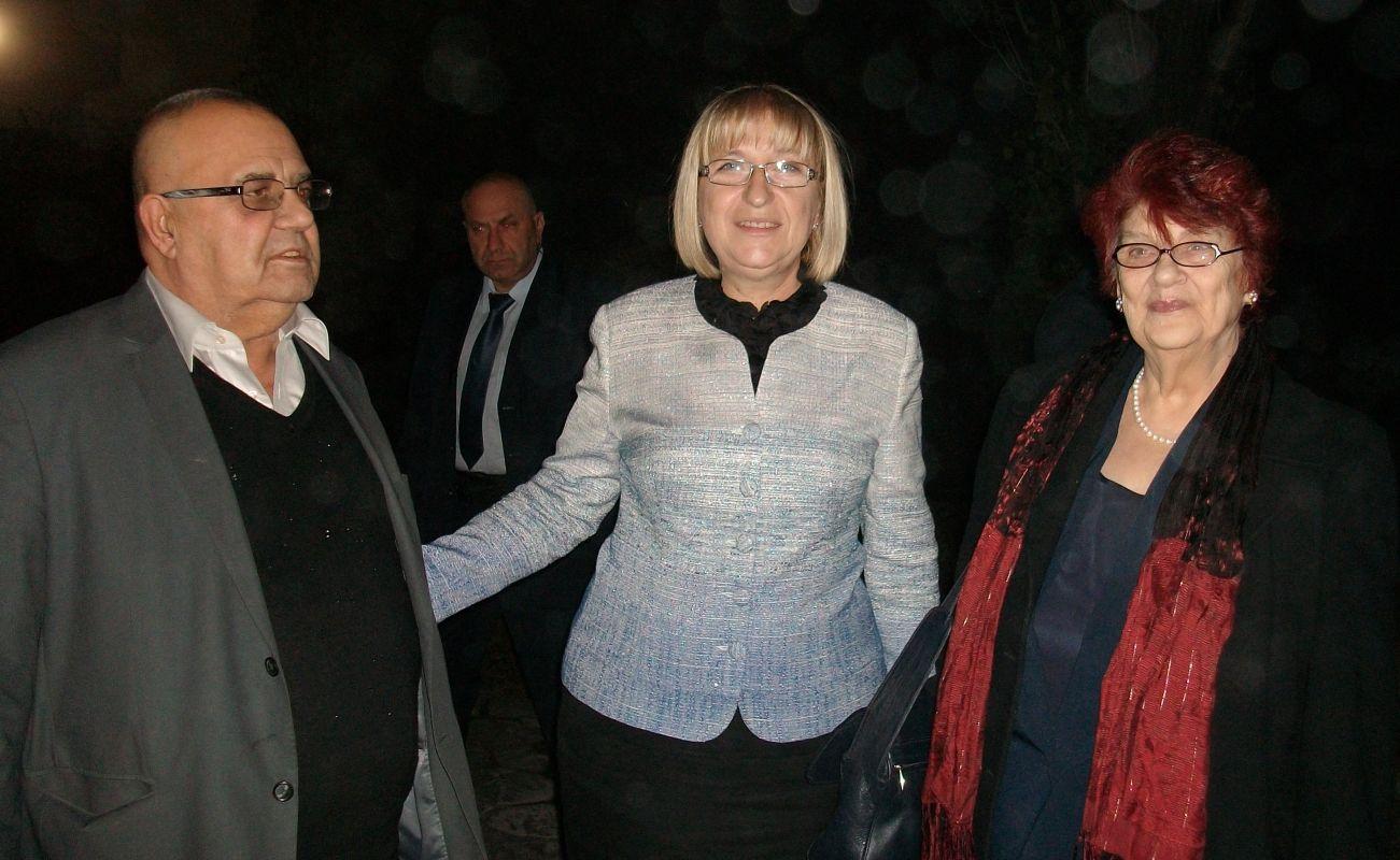 Проф.д.и.н. Божидар Димитров, г-жа Цецка Цачева и проф.д.и.н. Виолета Нешева