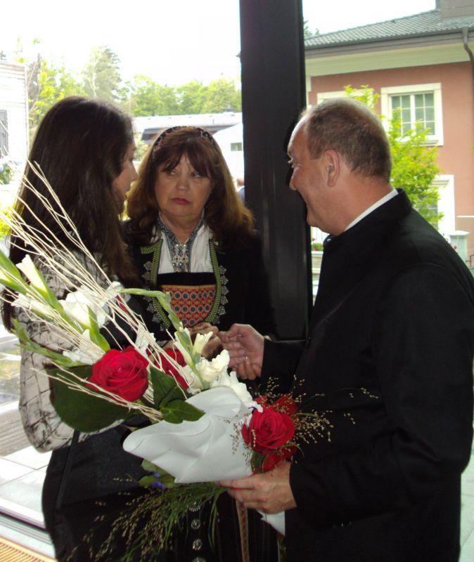 Нейно превъзходителство Гюру Катарина Хелвик Викьор и г-н Кирил Арнаутски